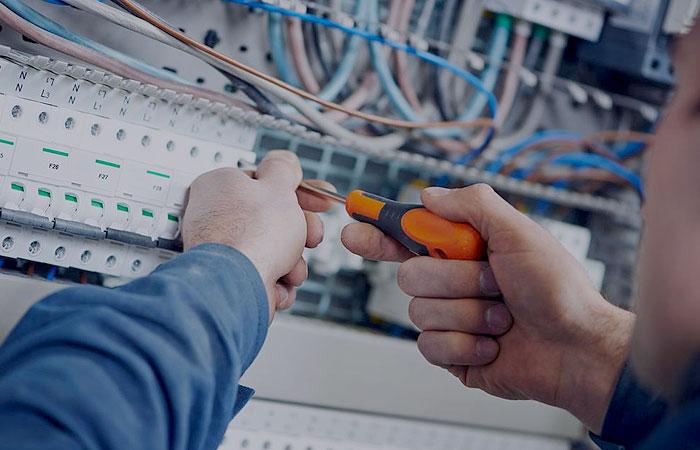 Realizar reformas electricas